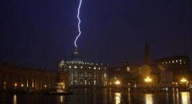 Iznenadna ostavka portparola Vatikana