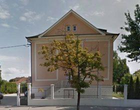Crnogorska Ambasada u Sloveniji ćuti o tabli ukradenoj sa njene ograde