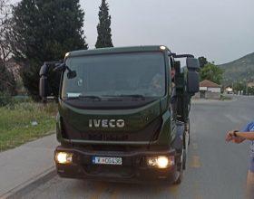 Vozač vojnog kamiona divljao na magistrali