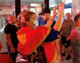 URA: Maraš navikla da je niko ne kontroliše dok ogrnuta crnogorskom zastavom krade novac građana