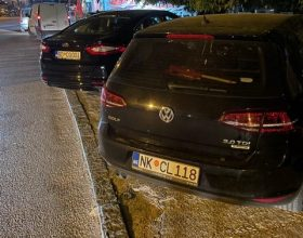 Službeni automobili 'okupirali' trotoare
