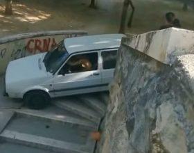 Golfom niz stepenice (video)