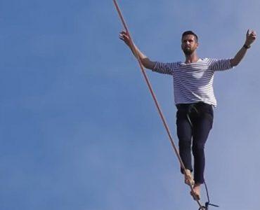 Akrobata pješačio iznad Sene (video)